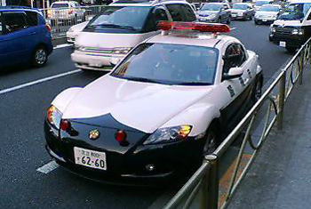 8パトカーfront.jpg